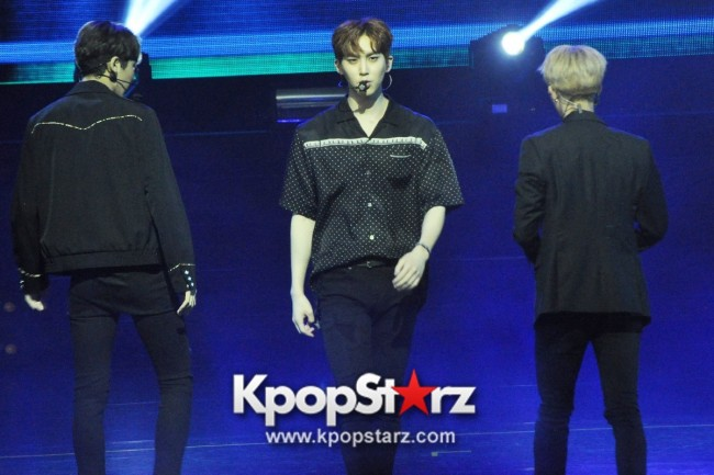 PENTAGON Put Up Powerful Performances At First Showcase in Singapore [PHOTOS]key=>14 count30