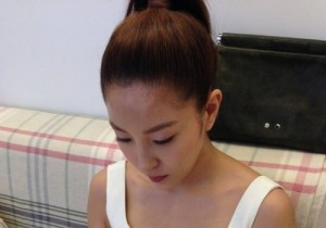 boa shows off her body