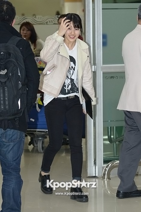 Airport Fashion: Suzy Returns to Korea Concluding Movie 'Big' Promotion in Youthful Fashion key=>0 count12