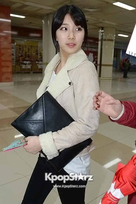 Airport Fashion: Suzy Returns to Korea Concluding Movie 'Big' Promotion in Youthful Fashion key=>6 count12