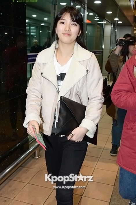 Airport Fashion: Suzy Returns to Korea Concluding Movie 'Big' Promotion in Youthful Fashion key=>7 count12
