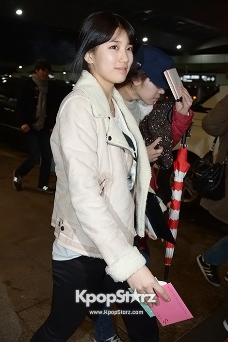 Airport Fashion: Suzy Returns to Korea Concluding Movie 'Big' Promotion in Youthful Fashion key=>9 count12