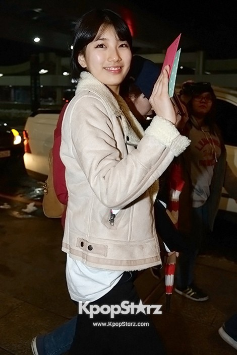Airport Fashion: Suzy Returns to Korea Concluding Movie 'Big' Promotion in Youthful Fashion key=>10 count12