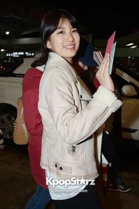 Airport Fashion: Suzy Returns to Korea Concluding Movie 'Big' Promotion in Youthful Fashion key=>11 count12