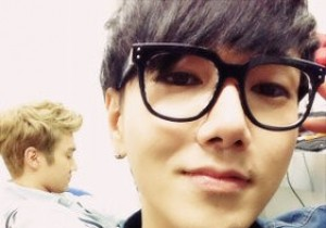 Super Junior Yesung Brings out his Inner Fashionista, 'Glasses are the new Trend'