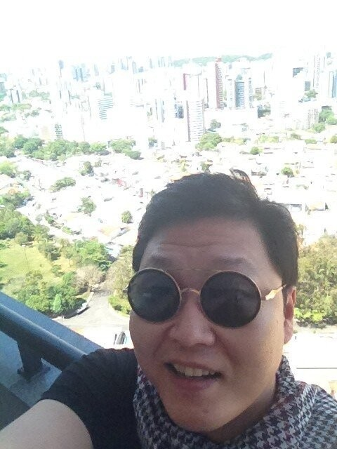 Psy Reveals Self-Cam in Brazil, 'Hello Salvador'key=>0 count1