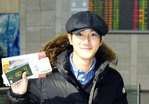 Airport Fashion: Choi Si Won Ecstatic for his Personal Trip to Osaka