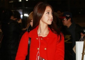 Girls' Generation Yoona's Airport Fashion and Casual Style