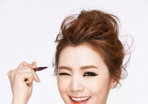 After School Lizzy Becomes a Makeup Model,