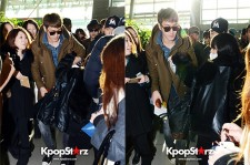 Super Junior M Siwon Helps a Fan at the Airport While Leaving for Bangkok?