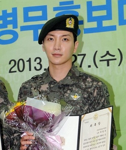 Super Junior Leeteuk Supports Fellow Member Yesung in Going to the Army