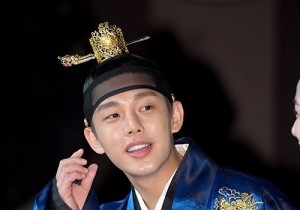 Yoo Ah In Handsome in Tradiitonal Hanbok at 'Jang Ok Jeong, Live for Love' Press Conference