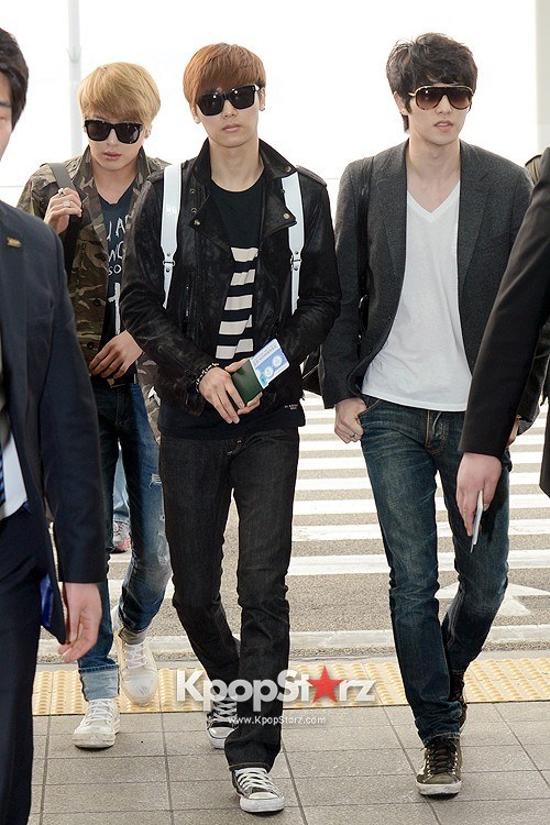 CNBLUE Leaving for Blue Moon World Tour in Taiwan - April 5, 2013key=>5 count7
