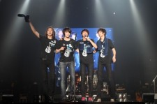 CNBLUE Mesmerizes 10,000 Fans in Thailand