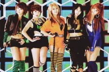 The members of 4minute have sneered their way into the number three spot with the attitude-laced