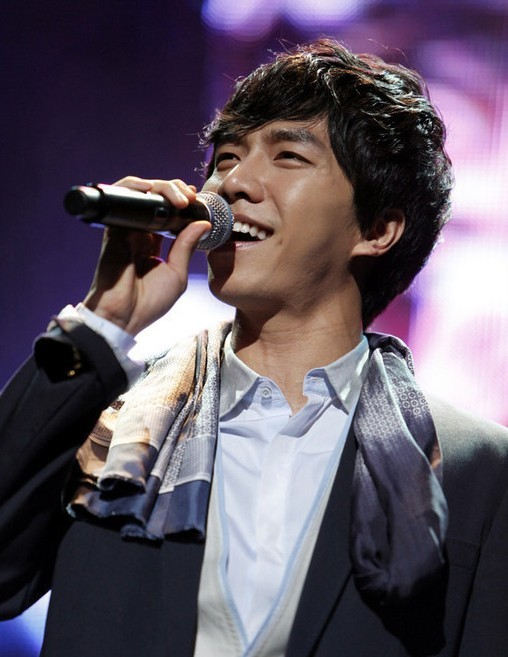 Photo Collection of Lee Seung Gi Singing key=>0 count18