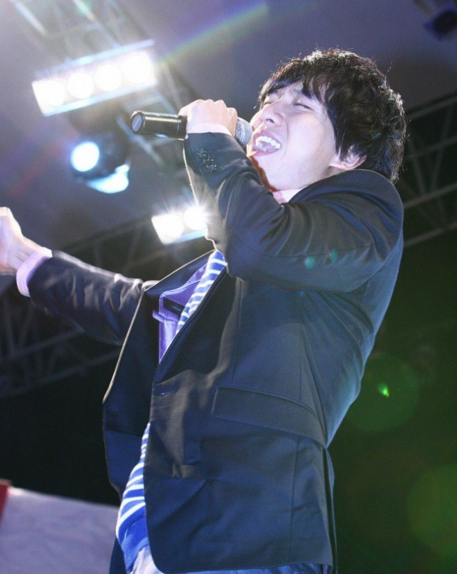 Photo Collection of Lee Seung Gi Singing key=>2 count18