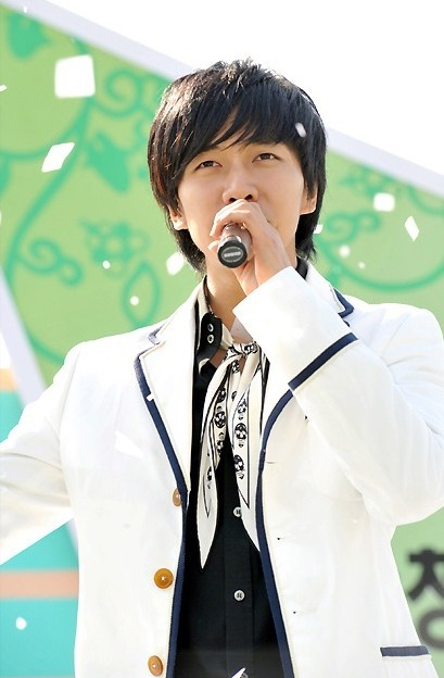 Photo Collection of Lee Seung Gi Singing key=>5 count18