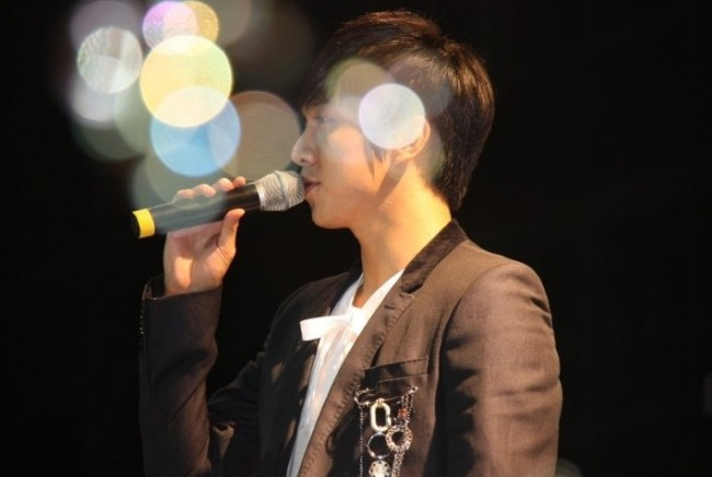 Photo Collection of Lee Seung Gi Singing key=>7 count18
