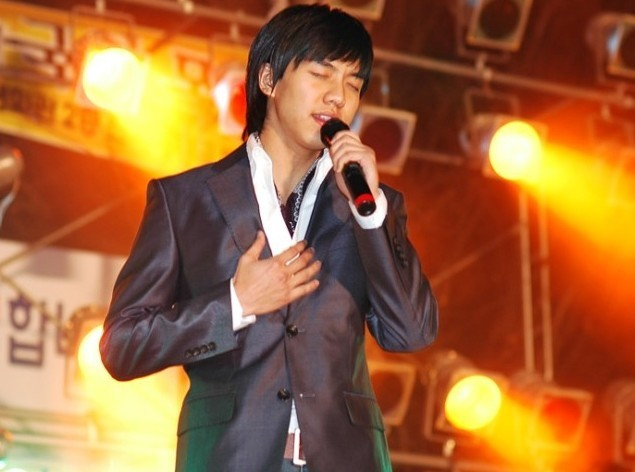 Photo Collection of Lee Seung Gi Singing key=>9 count18