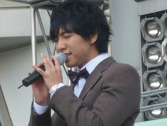Photo Collection of Lee Seung Gi Singing key=>10 count18