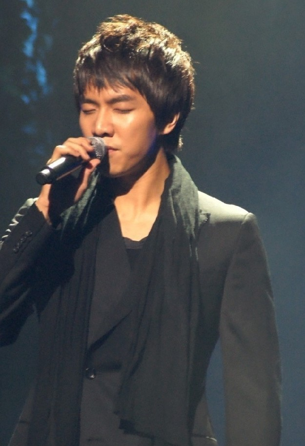 Photo Collection of Lee Seung Gi Singing key=>12 count18