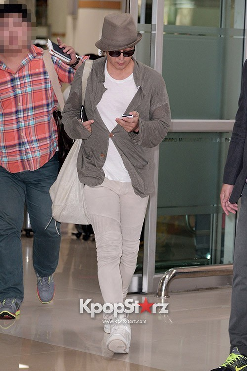 Actor Bae Young Joon At Kimpo Airport Returns to Korea From Japan on May 25, 2013key=>2 count7