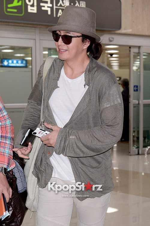 Actor Bae Young Joon At Kimpo Airport Returns to Korea From Japan on May 25, 2013key=>5 count7