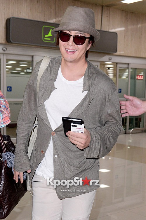 Actor Bae Young Joon At Kimpo Airport Returns to Korea From Japan on May 25, 2013key=>0 count7