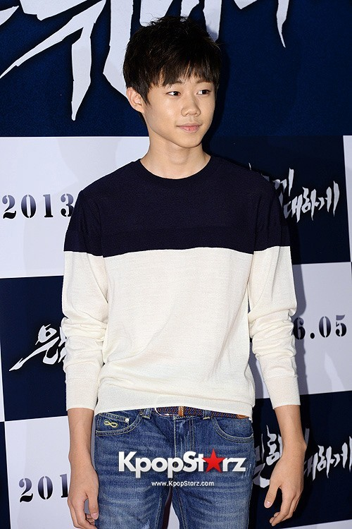 "Park Ji Bin Attends ""Secretly, Greatly"" VIP Premiere and Pose on Red Carpet - May 27, 2013key=>3 count10"