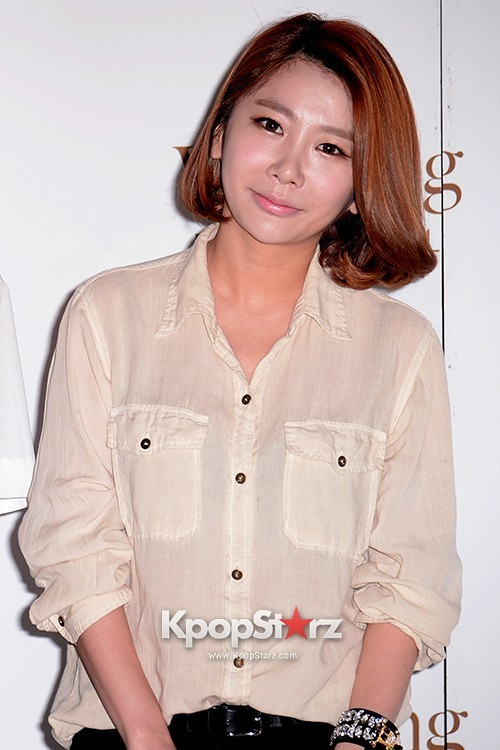 MayBee Attends as a Guest at Baek Ji Young & Jung Suk Won's Wedding on May 2, 2013key=>3 count6
