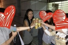 lee hyori beer party with fans