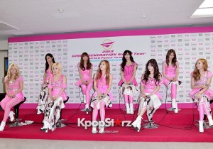 Girls' Generation(SNSD) Reveals Perfect Figure In Hot Pink For 2013 World Tour 'Girls& Peace' In Seoul