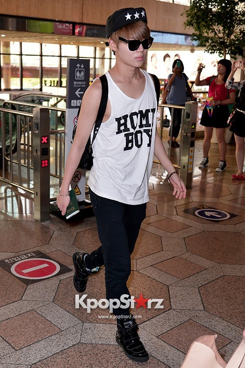 Airport Style: SHINee Leaves for Schedule In Japan on June 10, 2013key=>8 count21