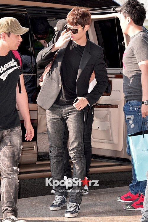 Airport Style: SHINee Leaves for Schedule In Japan on June 10, 2013key=>11 count21