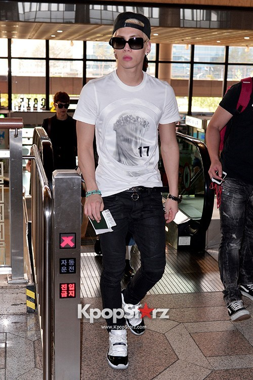 Airport Style: SHINee Leaves for Schedule In Japan on June 10, 2013key=>19 count21