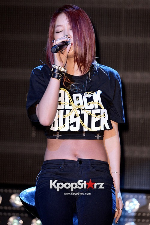 "Soyou Performs at Sistar's Comeback Showcase ""Give It To Me"" on June 11, 2013key=>3 count31"