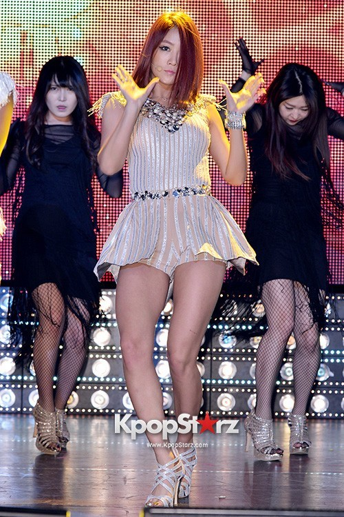 "Soyou Performs at Sistar's Comeback Showcase ""Give It To Me"" on June 11, 2013key=>4 count31"