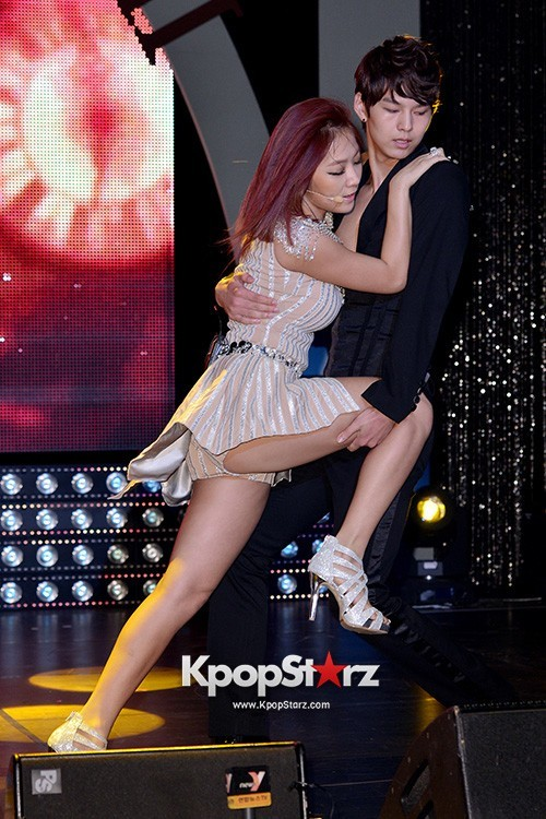 "Soyou Performs at Sistar's Comeback Showcase ""Give It To Me"" on June 11, 2013key=>5 count31"