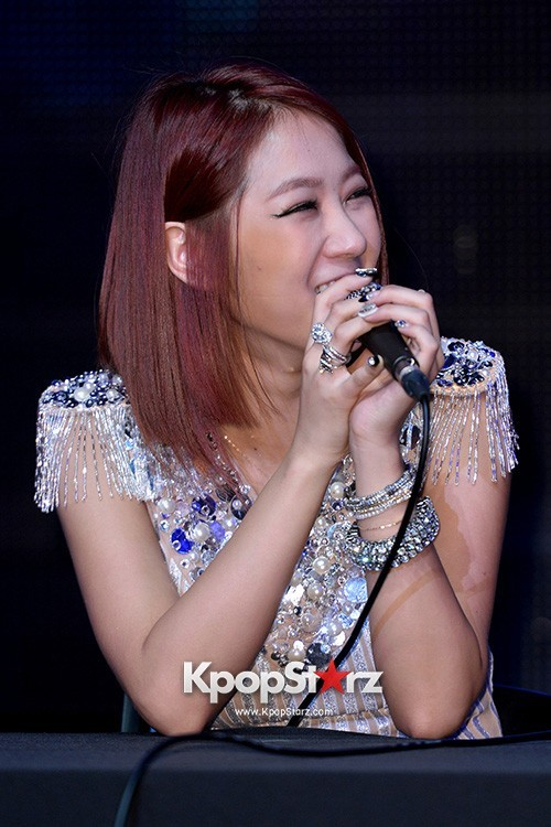 "Soyou Performs at Sistar's Comeback Showcase ""Give It To Me"" on June 11, 2013key=>7 count31"
