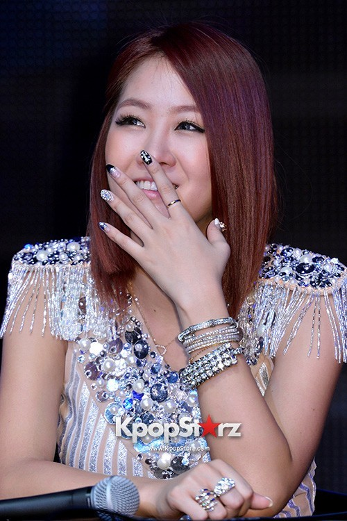 "Soyou Performs at Sistar's Comeback Showcase ""Give It To Me"" on June 11, 2013key=>8 count31"