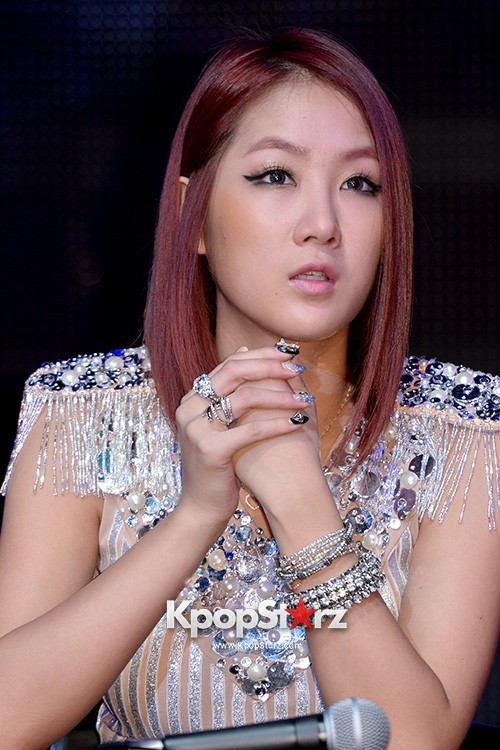 "Soyou Performs at Sistar's Comeback Showcase ""Give It To Me"" on June 11, 2013key=>9 count31"