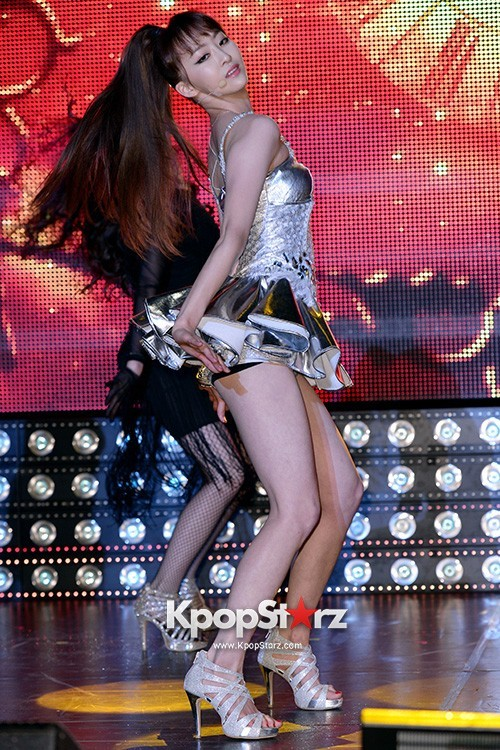 "Dasom Performs at Sistar's Comeback Showcase for ""Give It To Me"" on June 11, 2013 [PHOTOS]key=>23 count31"