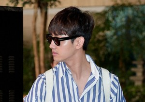 TVXQ's Max Changmin Shines with Blue Striped Shirt Leaves for Schedule In Japan on June 13, 2013