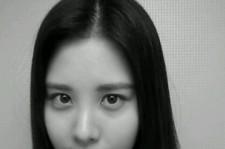 girls' generation seohyun black and white self-camera