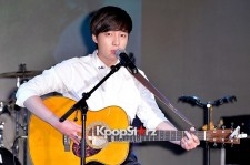 Roy Kim Holds Show Case