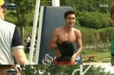 choi siwon takes off his shirt