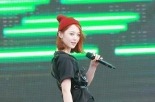 f(X) sulli all-black outfit