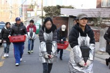 Hyori and volunteers for Wonderful Foundation