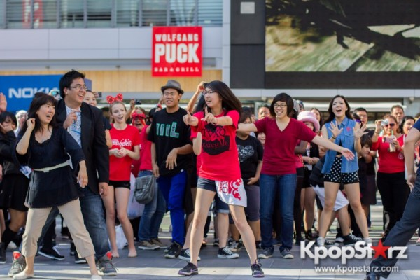 Cassie fans welcome TVXQ to LA with at Flashmob at Nokia Theaterkey=>5 count32
